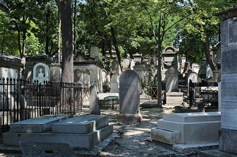 pere la chaise cemetery the growth of dark tourism graves disasters wars