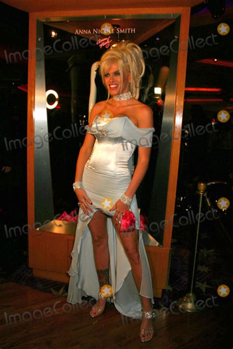 anna nicole smith party pictures from anna nicole smith at star magazine party