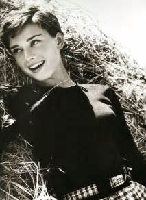 how to style audrey hepburn sabrina pixie cut best 25 audrey hepburn pixie ideas on pinterest audry