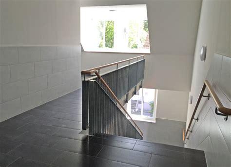 Treppengeländer Handlauf by Treppengel 228 Nder Mit Holz Handlauf Herdie Stahl Und