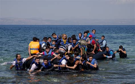 boat from us to uk illegal immigrants use small boats to breach britain s