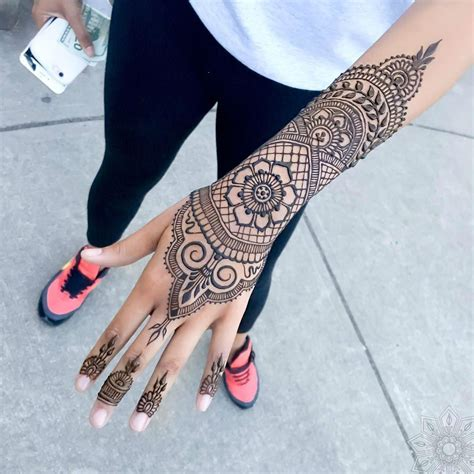 black henna tattoo on hand 24 henna tattoos by goldman you must see hennas