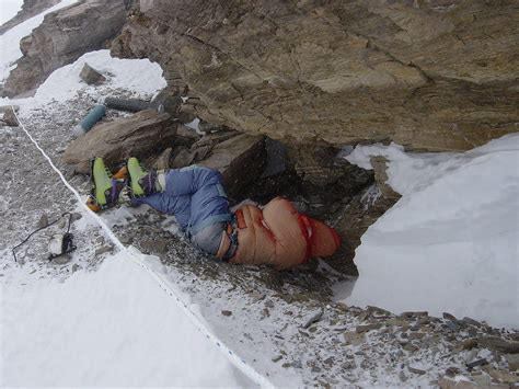 film everest zdjecia these 10 bodies left behind on everest show us how brutal