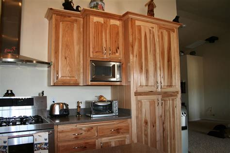 knotty hickory kitchen cabinets knotty hickory cabinets indelink
