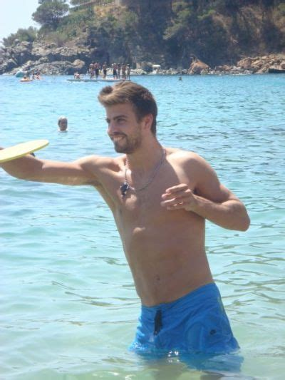 juegos de cita al desnudo desnudo this is a shirtless gerard pique appreciation yeah pique