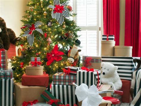 hgtv holiday home decorating christmas tree themes hgtv