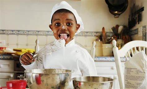 enfant qui cuisine 12 astuces pour apprendre 224 enfant 224 manger de tout