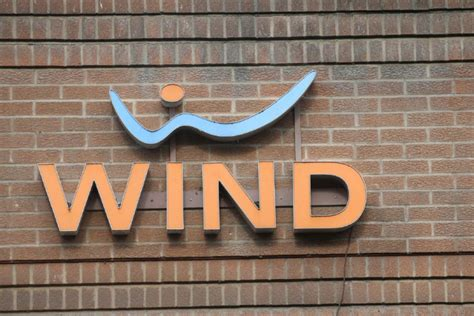 wind mobil shaw to keep wind mobile a discount mobile carrier