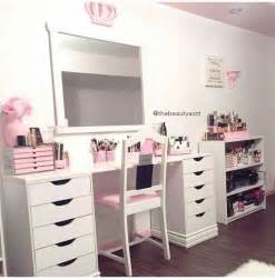 Makeup Vanity Shelf 25 Best Ideas About Makeup Tables On Dressing