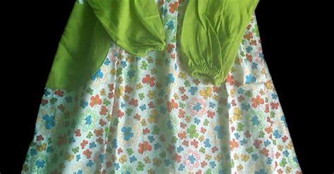 Kaos Kaki Fashion Hijau Bunga Warna Warni baju muslim gamis anak oka oke warna dominan hijau dengan motif bunga kecil berwarna warni
