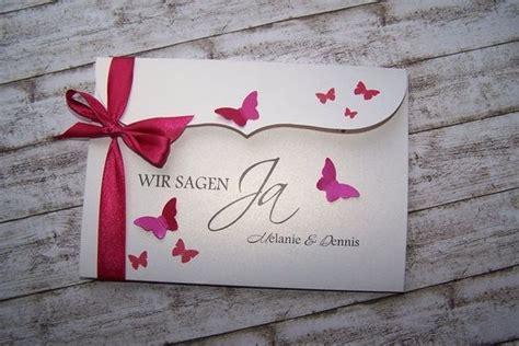 Besondere Hochzeit by Besondere Einladung Schmetterlingsschwarm Fuchsia