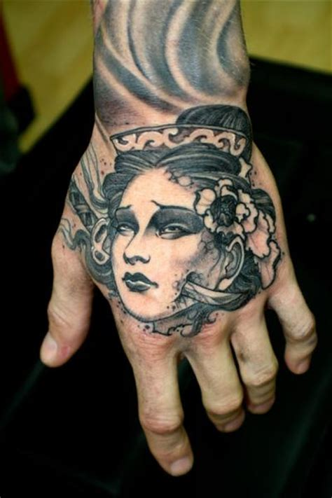 japanese tattoo on hand japanische hand geisha tattoo von dagger lark tattoo