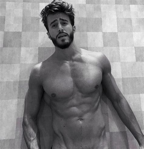 uomini nudi sotto la doccia marco ferri mezzo nudo fascia protetta