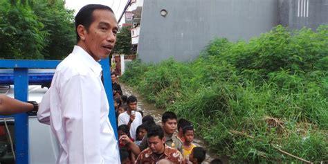 biodata bpk jokowi jokowi naik truk di lokasi banjir anak anak panggil quot pak