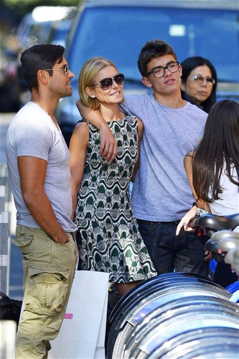 kelly ripa children 2014 kelly ripa and mark consuelos