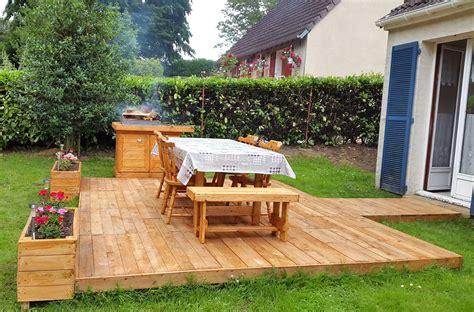Backyard Bbq Decks Bbq Feasting Deck Made Of Pallets Diy