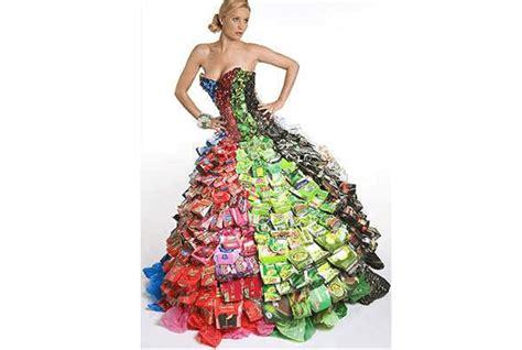 vestidos hechos con materiales reciclados un blog verde trajes hechos de reciclado tattoo design bild
