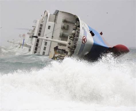imagenes sensoriales en una tempestad una fuerte tempestad hace volcar un barco en jap 243 n qu 233 es