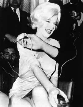 marilyn monroe bench press picture marilyn monroe the day of the press conference