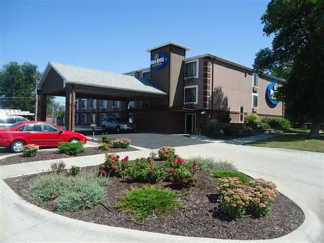 hotels in downtown lincoln nebraska townhouse extended stay hotel downtown lincoln ne