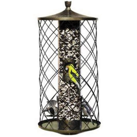 3 pound capacity squirrel proof bird feeder features an