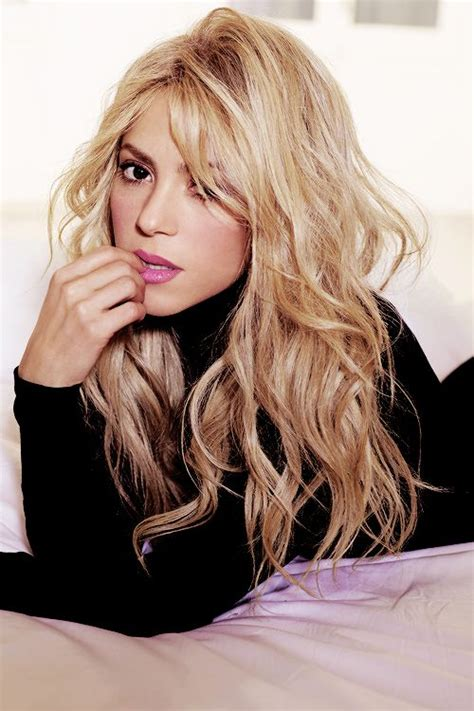 what color is shakira s hair 2015 shakira hair color hair colar and cut style