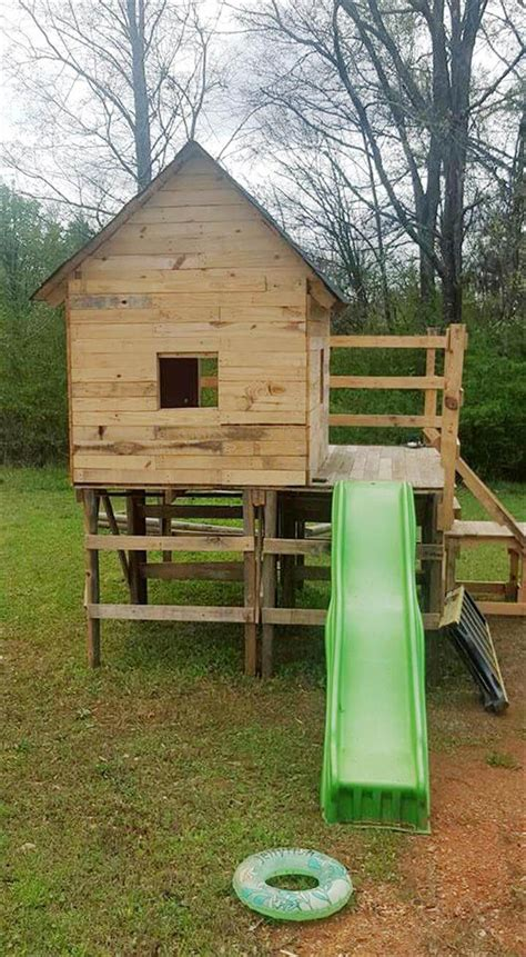 Outside Playhouse Plans by Diy Kids Pallet Playhouse