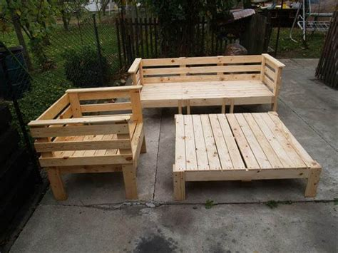 Reclaimed Pallet Furniture by Pallet Outdoor Furniture Set 101 Pallets