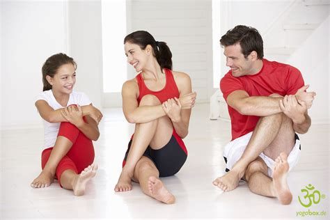 imagenes yoga en familia dauer und h 228 ufigkeit lieber mit gruppe oder allein