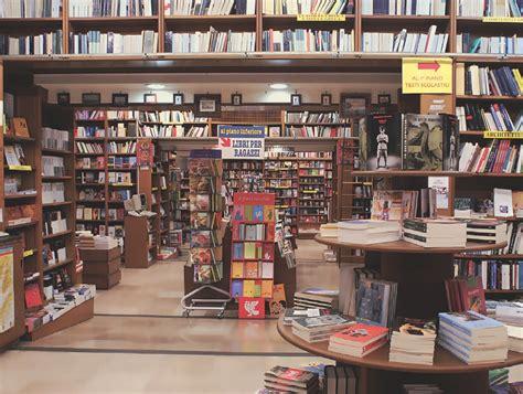chiude la storica libreria guida di alba a napoli