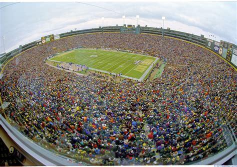 lambeau field tops usa today reader poll as best stadium