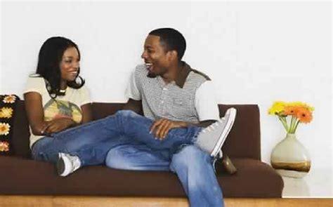 couple making love on sofa voici ce qu un homme veut vraiment d une femme conseils