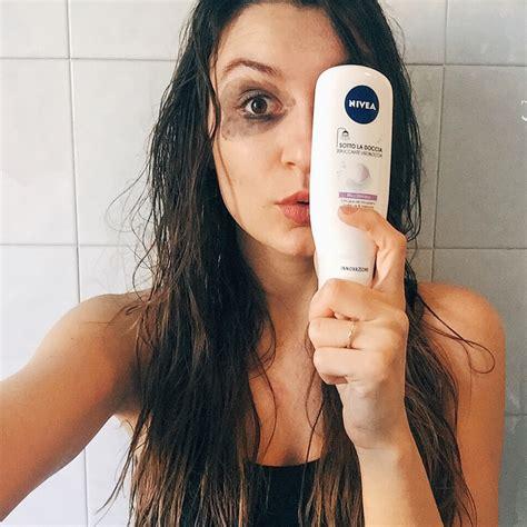 sotto la doccia bye bye panda eye arriva lo struccante sotto la doccia
