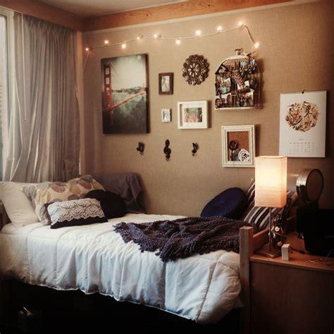 dorm room  university  california santa barbara