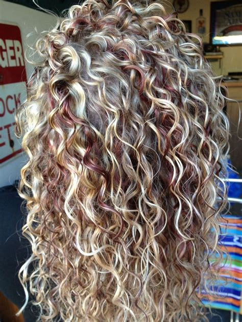 step by step boomerang perm 3 hot curly hair with blonde highlights pics that will