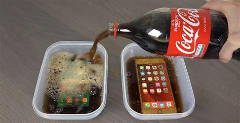 Kulkas Coca Cola samsung galaxy s7 edge vs iphone 6s di rendam coca cola