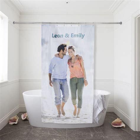 duschvorhang selbst gestalten duschvorhang bedrucken lassen vorhang f 252 r die dusche