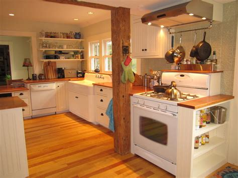 Farmhouse Style Kitchen Cabinets by Vermont Quot Farmhouse Quot Style Kitchen Farmhouse Kitchen
