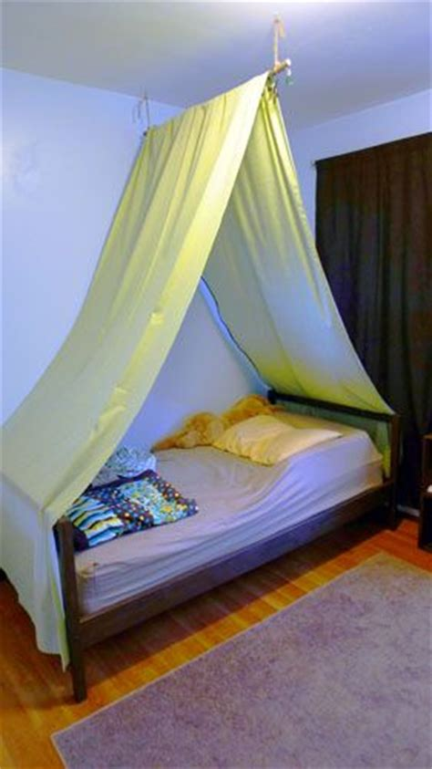 bed tents for boys diy bed tent i would use pretty fabric so it didn t look so tacky artsy and crafty