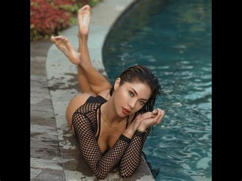 ufc ring girl arianny celeste supporting  world cup
