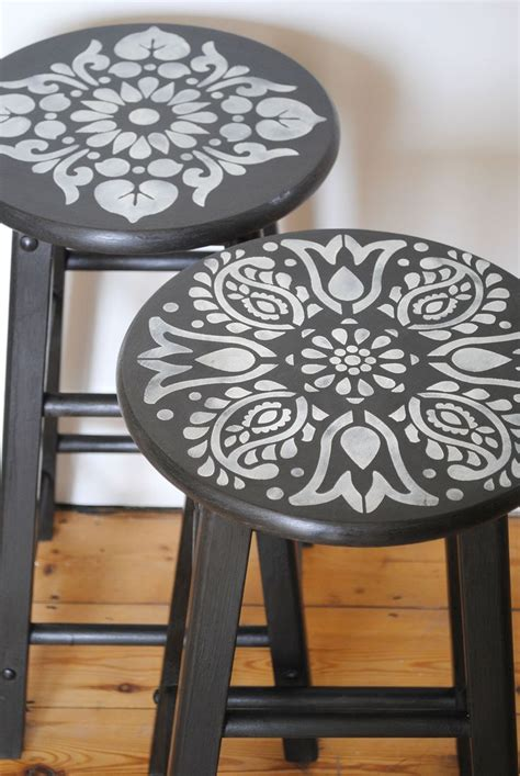 how to paint a bar stool 25 best ideas about painted stools on pinterest hand