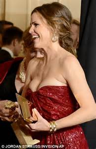 Golden Globes 2013: Jennifer Garner narrowly escapes embarrassing wardrobe malfunction   Daily