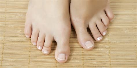 Sepato Oklay how to snip an ingrown toenail the right way huffpost