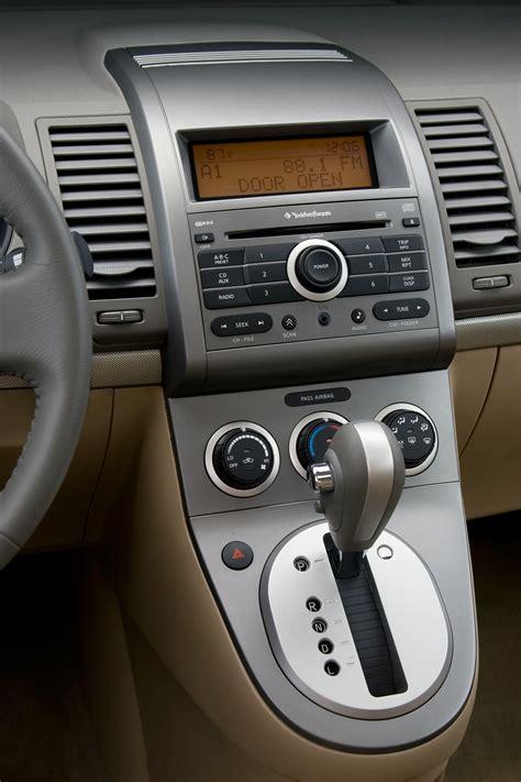 nissan sentra interior 2009 2009 nissan sentra 2 0 sl review autosavant autosavant