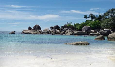 lokasi pembuatan film laskar pelangi foto pantai tanjung yuk kunjungi 6 pantai terkenal di negeri laskar pelangi