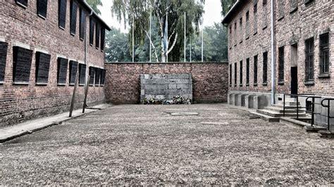 panoramio photo of auschwitz birkenau wall of memories panoramio photo of auschwitz birkenau ściana śmierci
