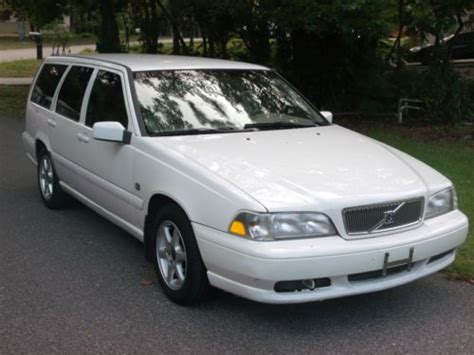 find   volvo  station wagon rust   fl    miles