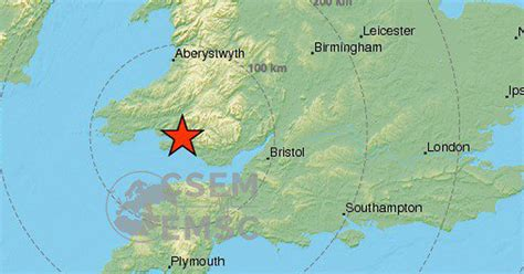 earthquake uk britain hit by earthquake as people report violent