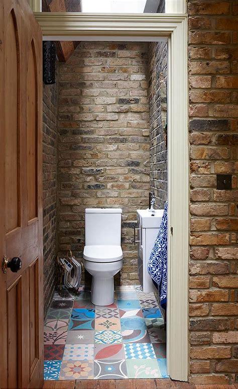 small rustic bathroom  brick walls  skylight decoist