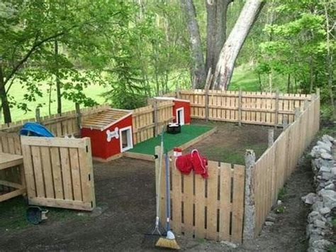 backyard dog house recycled pallet fence plans recycled things